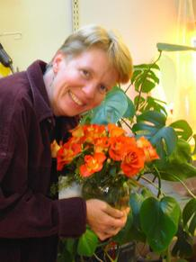 Kat_with_flowers_2
